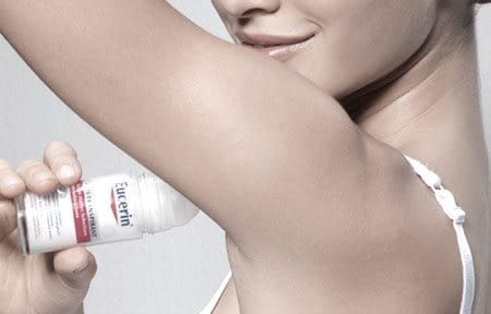 Žena koristi Eucerin 48h Anti-transpirant roll-on